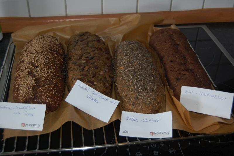 Brot ohne Weizen mit alternativem Mehl gebacken, Paleokonform