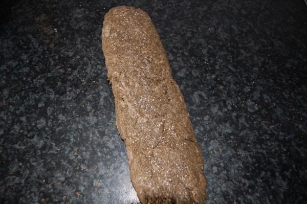 Chia Brot fertig geformt, bereit für den Backofen