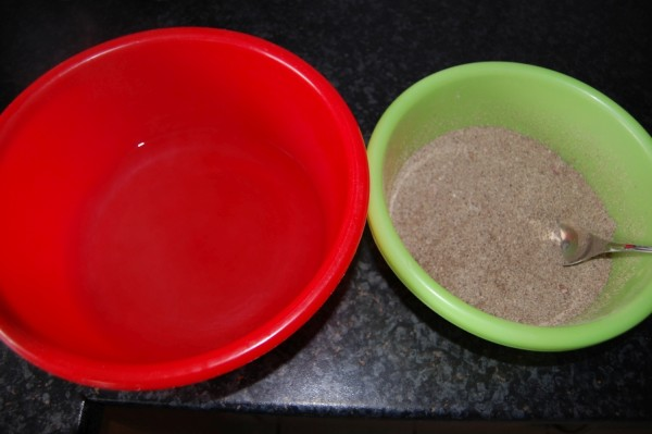 Chia Samen Mehlmischung und Essigwasser