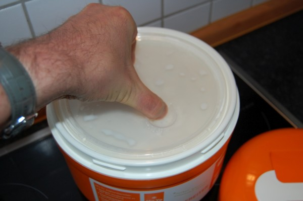 Innenschale in den Joghurtbereiter heben
