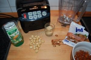 Zutaten für eine Mandelmilch, wir wollen die Mandelmilch selber machen