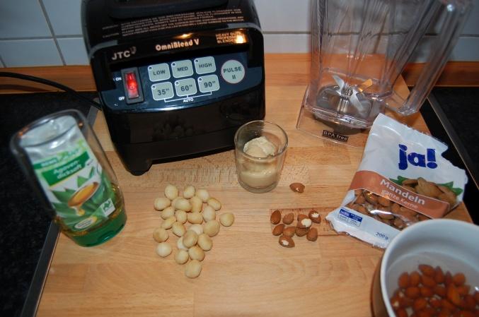 Zutaten für eine Mandelmilch