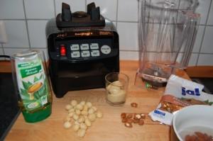 Mandelmilch selber machen im Mixer