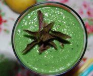 Avocado Smoothie mit Spinat und Spirulina