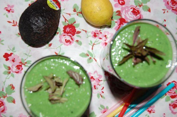 Avocado-Spinat Smoothie mit Spirulina Presslingen